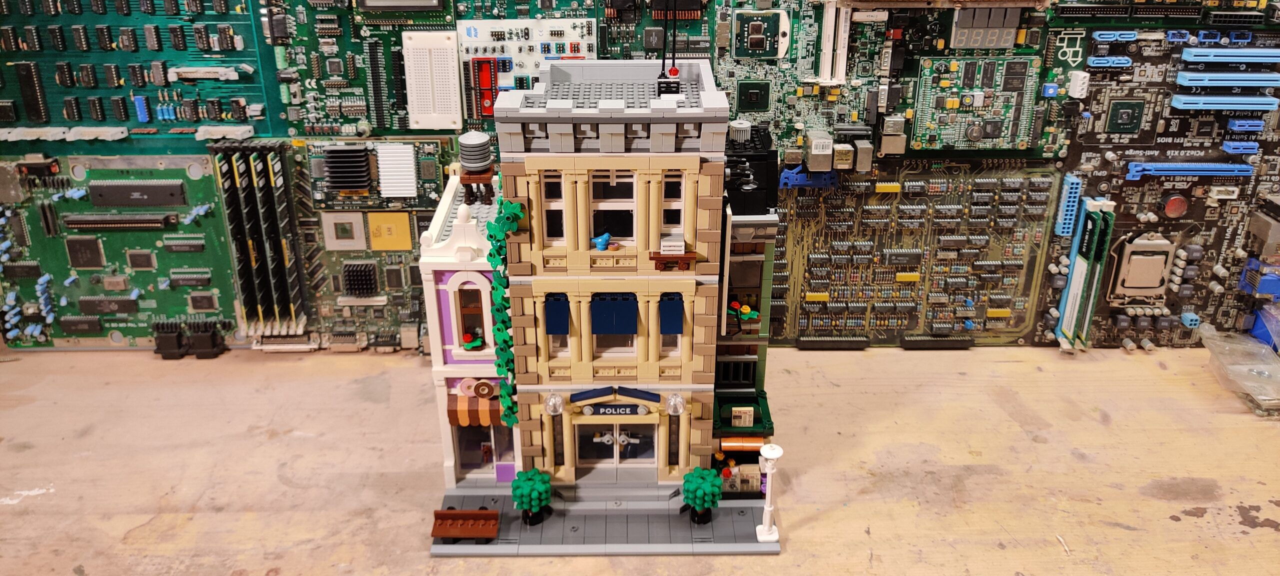 Review: LEGO 10278 Police Station